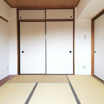 左手には小さな花器なども置けそう※写真は5階の反転間取り別部屋のものです