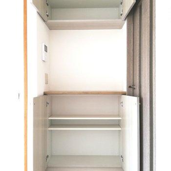 【LDK】機能的な収納もあります※写真は5階の反転間取り別部屋のものです