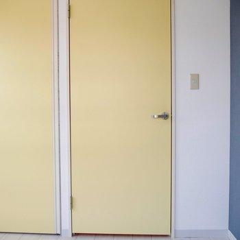 黄色い扉をあけると