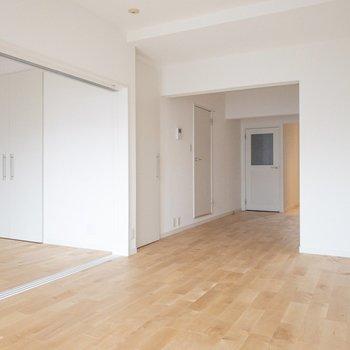 左を寝室、右はリビングスペースなんていかがですか?