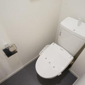 ウォシュレット付きのトイレも新品です!※別部屋同間取りのお部屋です