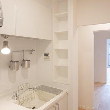 キッチン横の収納有難い。。!
