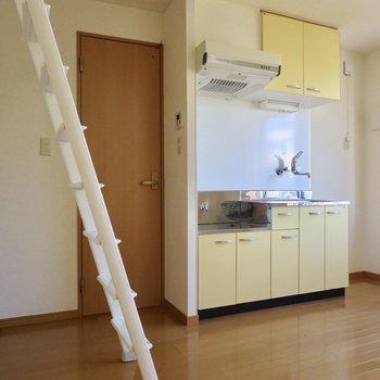 キッチン右横には冷蔵庫が置けますよ