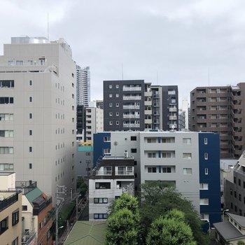 周りは高い建物がありませんよ。