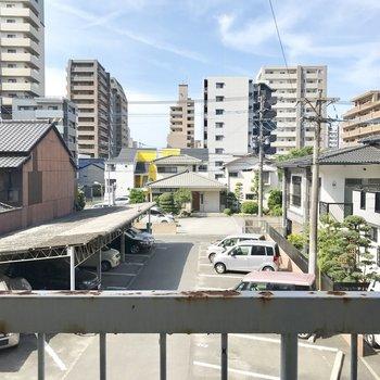 目の前は敷地内駐車場だからこの眺望が失われる可能性は低い!