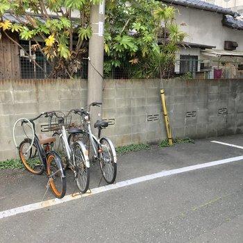 エントランス前に駐輪場。