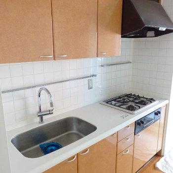 システムキッチン (※写真は同間取り別部屋のものです)