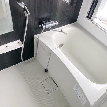 お風呂にも窓!浴室乾燥も出来ますよ◎