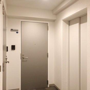共用部です。お部屋まではエレベーターです。