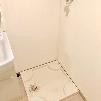 脱衣所に洗濯機置けます。※写真は1階の同間取り別部屋のものです