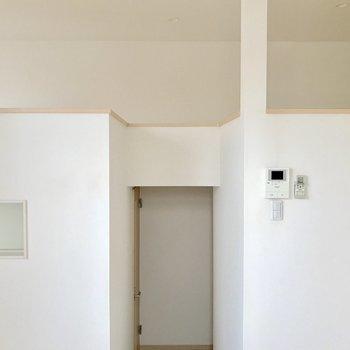 録画機能付きのドアホン。※写真は1階の同間取り別部屋のものです