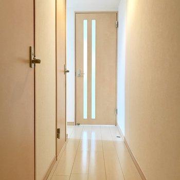廊下が長い!※写真は1階の同間取り別部屋のものです