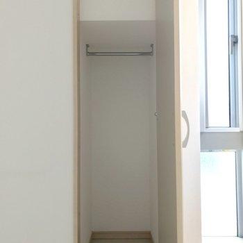 洋室の収納。こちらは少々狭め。※写真は1階の同間取り別部屋のものです