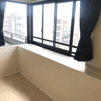 【LDK】たまに出窓でお昼ご飯もいいかも。※写真はクリーニング前のものです