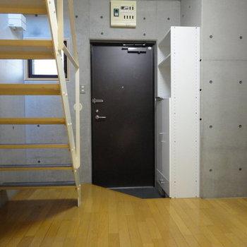 1階はダイニングスペースで※写真は1階の同間取り別部屋のものです