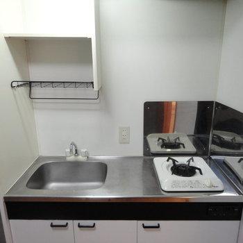 1口のガスキッチンです※写真は1階の同間取り別部屋のものです