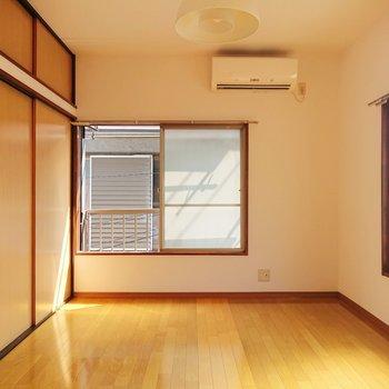 風がそよそよ吹き込むお部屋。