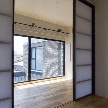 LDKと寝室はドアで仕切られます。