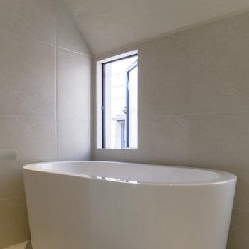 ホテルライクな浴槽。