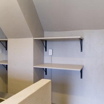 小さい家電や食器などはこちらへ。冷蔵庫は右側に設置可能。