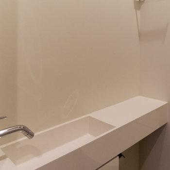 ミニマルな手洗いスペース。