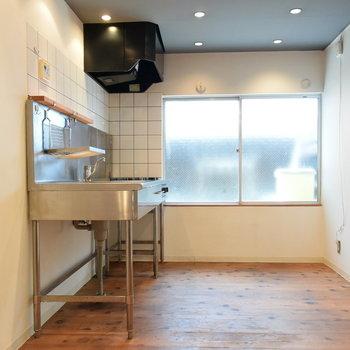 キッチンスペースは十分な広さがあります