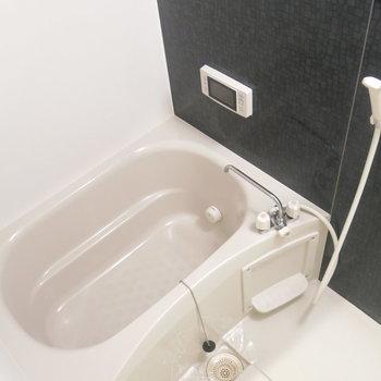 清潔感もあって女性に嬉しい浴室! (※写真は3階同間取り別部屋のものです)