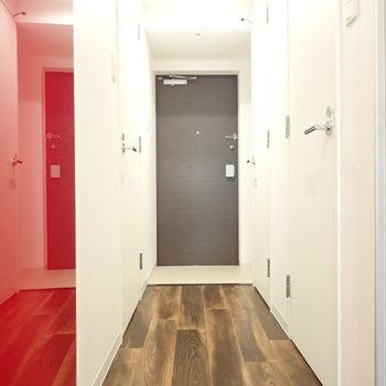 玄関周りも清潔感あり!(※写真は8階同間取り別部屋のものです)