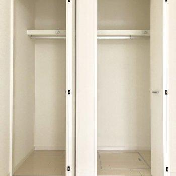 居室のクローゼットはこちら!床下収納もあるの!(※写真は1階の反転間取り別部屋のものです)