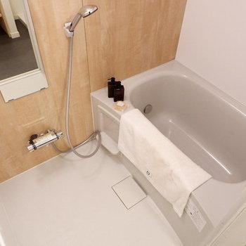 【完成イメージ】お風呂も新品です◎木目のシートがくつろぎ空間を演出。