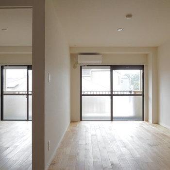 【完成イメージ】バルコニー側には、リビングに続くスペースと、洋室がひとつ。