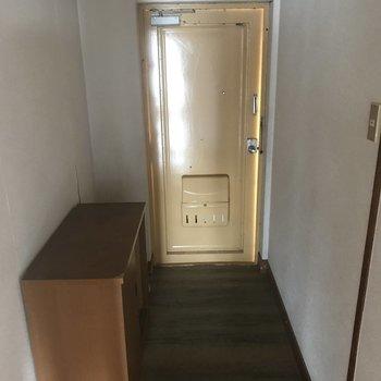【工事前】広めの玄関。靴は揃えようねって、子供に教えるんだ。