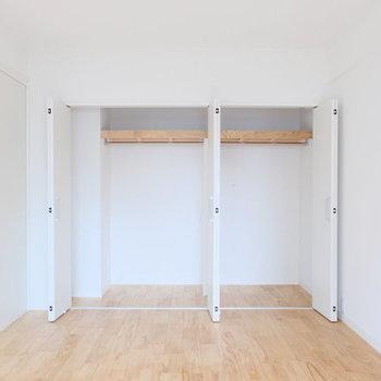 【完成イメージ】バルコニー側の洋室には、大容量のクローゼットがあります◎