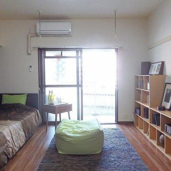 9帖のゆったりワンルーム。(※写真は3階の同間取り別部屋、モデルルームのものです)