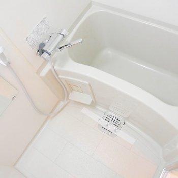 お風呂は普通サイズかな◎ゆったり疲れをとりましょう〜!