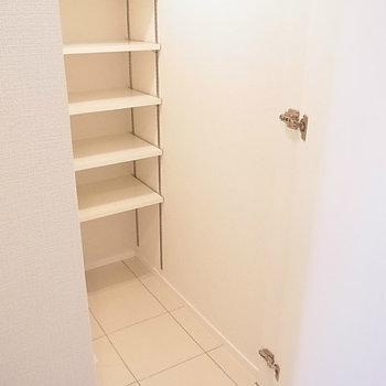シューズクローゼットがあります※写真は11階の反転間取り別部屋のものです
