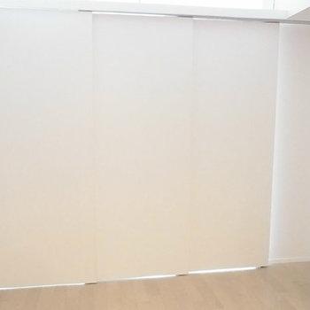 引き戸でしっかりお部屋を分けることも。※写真は11階の反転間取り別部屋のものです