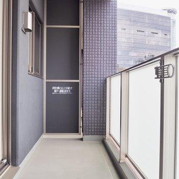 洗濯物を外に干すこともできます※写真は5階の同間取り別部屋のものです