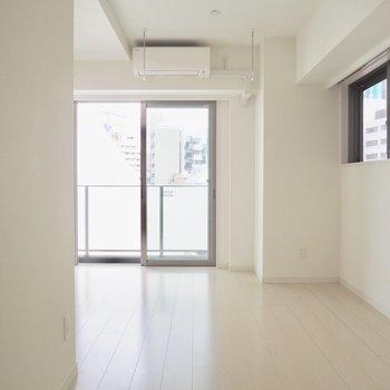 【LDK】うれしい二面採光※写真は5階の同間取り別部屋のものです