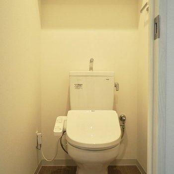 タオルハンガーが付いているのが嬉しい。※写真は5階の同間取り別部屋のものです