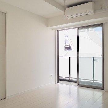 【LDK】室内干しもできそうですね※写真は5階の同間取り別部屋のものです