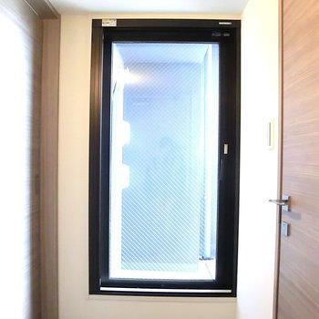 こちらからバルコニーへ※写真は12階の同間取り別部屋のものです