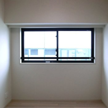 【LDK】キッチンからのアングル。※写真は12階の同間取り別部屋のものです