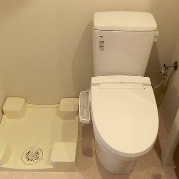 洗濯機はこちら。※写真は12階の同間取り別部屋のものです