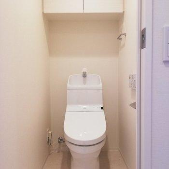 ウォシュレットつきのトイレです◎※写真は6階の同間取り別部屋のものです
