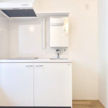 冷蔵庫はキッチン横に。