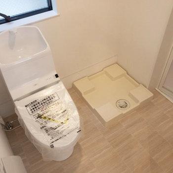 トイレと脱衣所は広々と。洗濯機はここに。