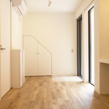 白いお部屋には白いインテリアがよく似合いそう。