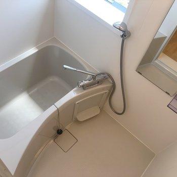 お風呂に窓があると気持ちいいですよね!