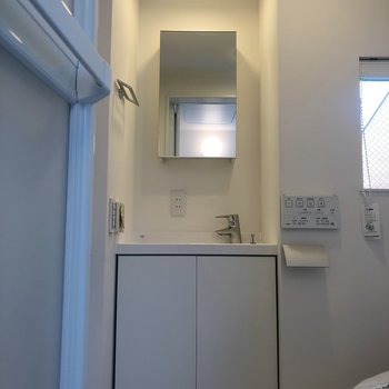 トイレと洗面所は同じ空間にあります。